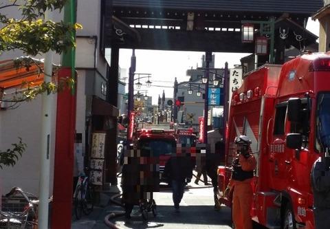 京成中山駅付近で火事