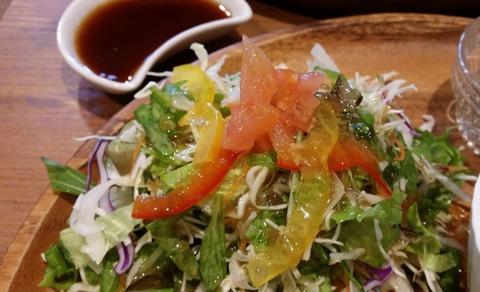 モグモグカフェのランチサラダ