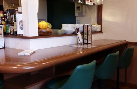 モグモグカフェのカウンター席