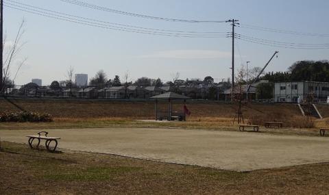 国分川調整池緑地の休息ゾーン