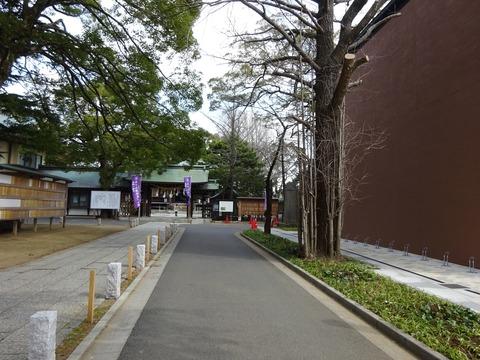 葛飾八幡宮の参道沿いに八幡市民会館オープン
