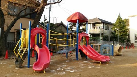 八幡神社児童遊園地のすべり台