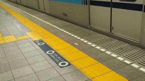 東西線南行徳駅