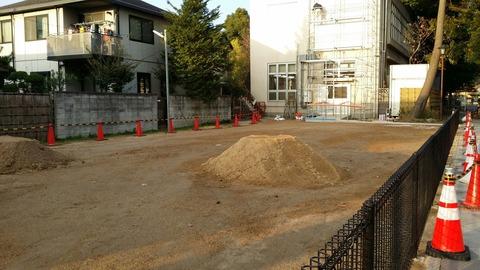八幡神社児童遊園地の広場