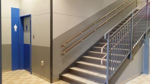 イオンタウン市川大和田のトイレと階段