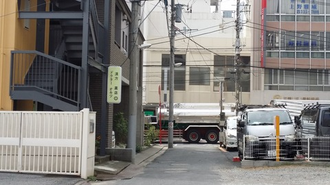 生花店NAMBA横の道/本八幡
